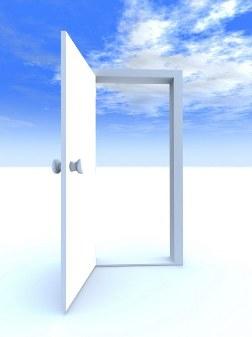 Imaxe dunha porta aberta no ceo.