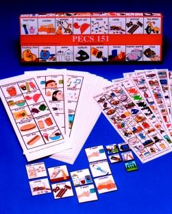 Na imaxe, unha mostra con varios montóns de cartóns con PECS dunha marca coñecida.