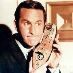 O -zapatofono- ou antigo teléfono de ficción metido nun zapato.