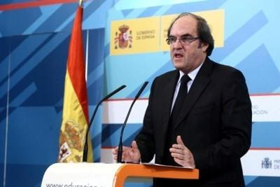 O actual ministro de educación falando do Pacto Educativo en deliberación.