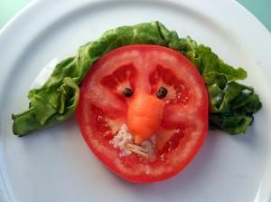 Fotografía creativa dunha ensalada nun prato colocada.